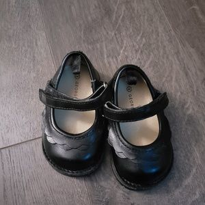 Toddle shoes